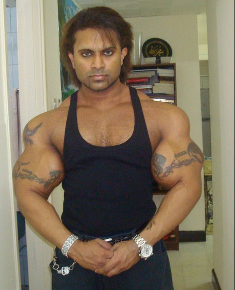 Carrot top used synthol in his delts roflmao!!
