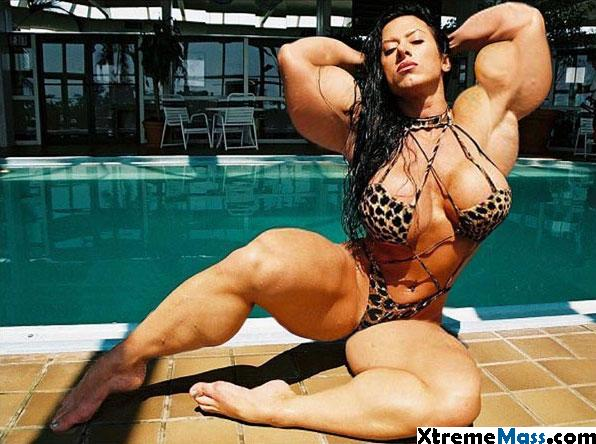 Bilderesultat for woman big muscles