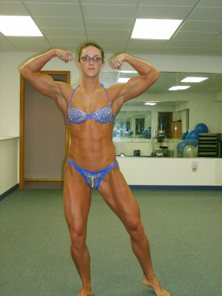 Female bodybuilder 2 days out