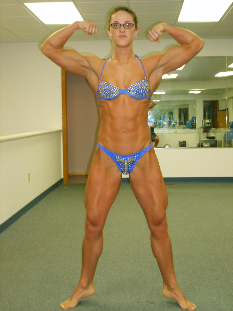 Female bodybuilder 2 days out
