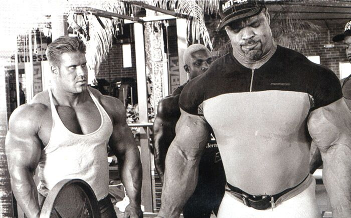 Paul Dillett next to Jay Cutler - Professional Muscle